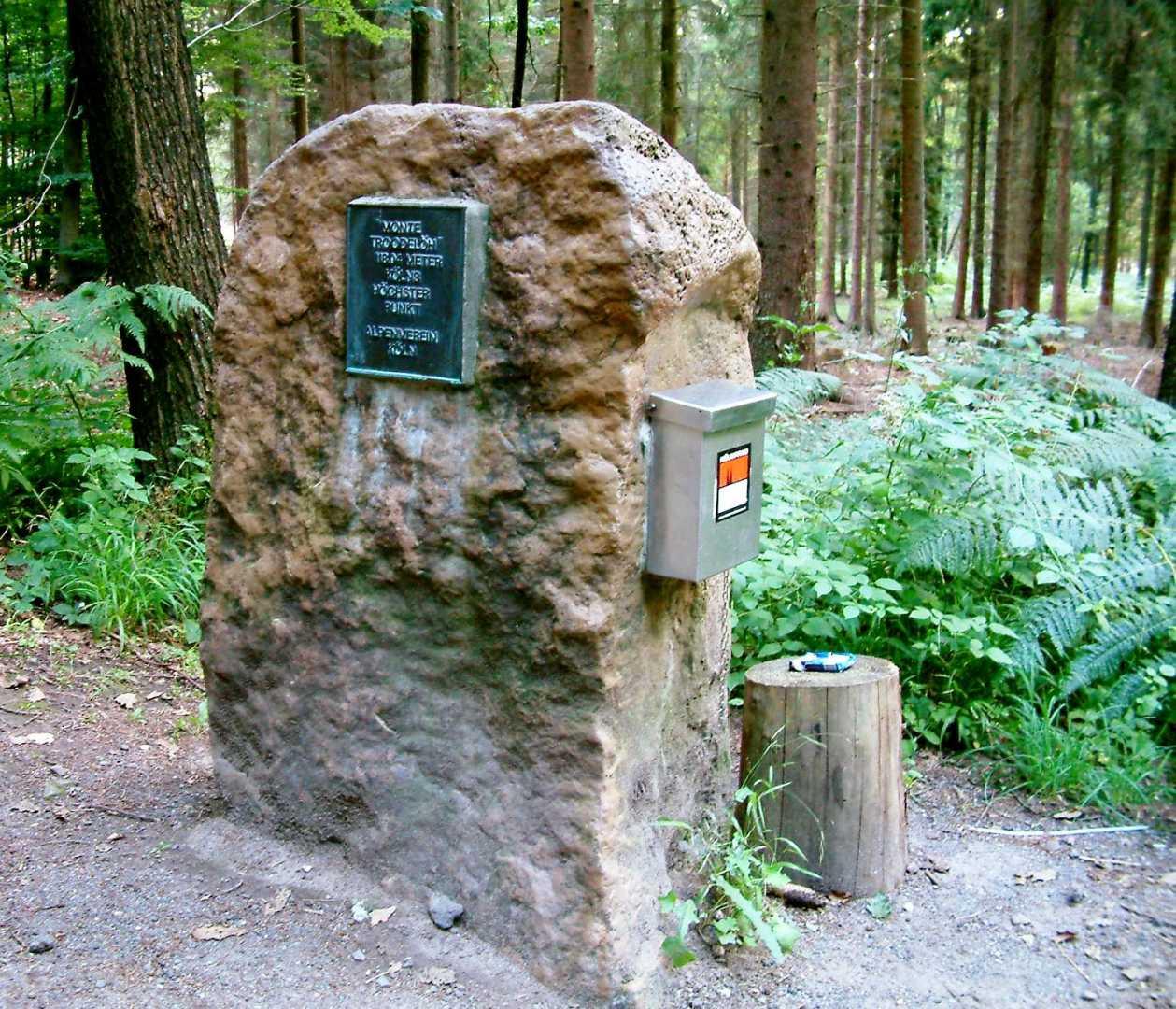 Gipfelmarkierung am Monte Troodelöh