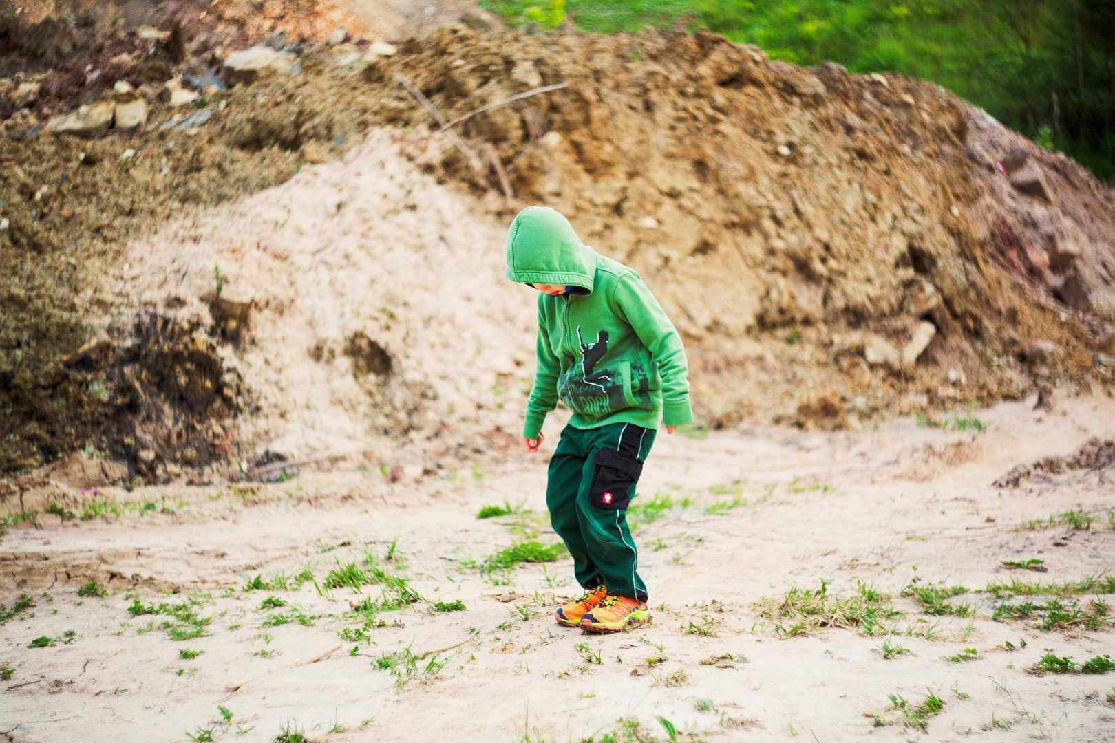 Junge outdoor Hose