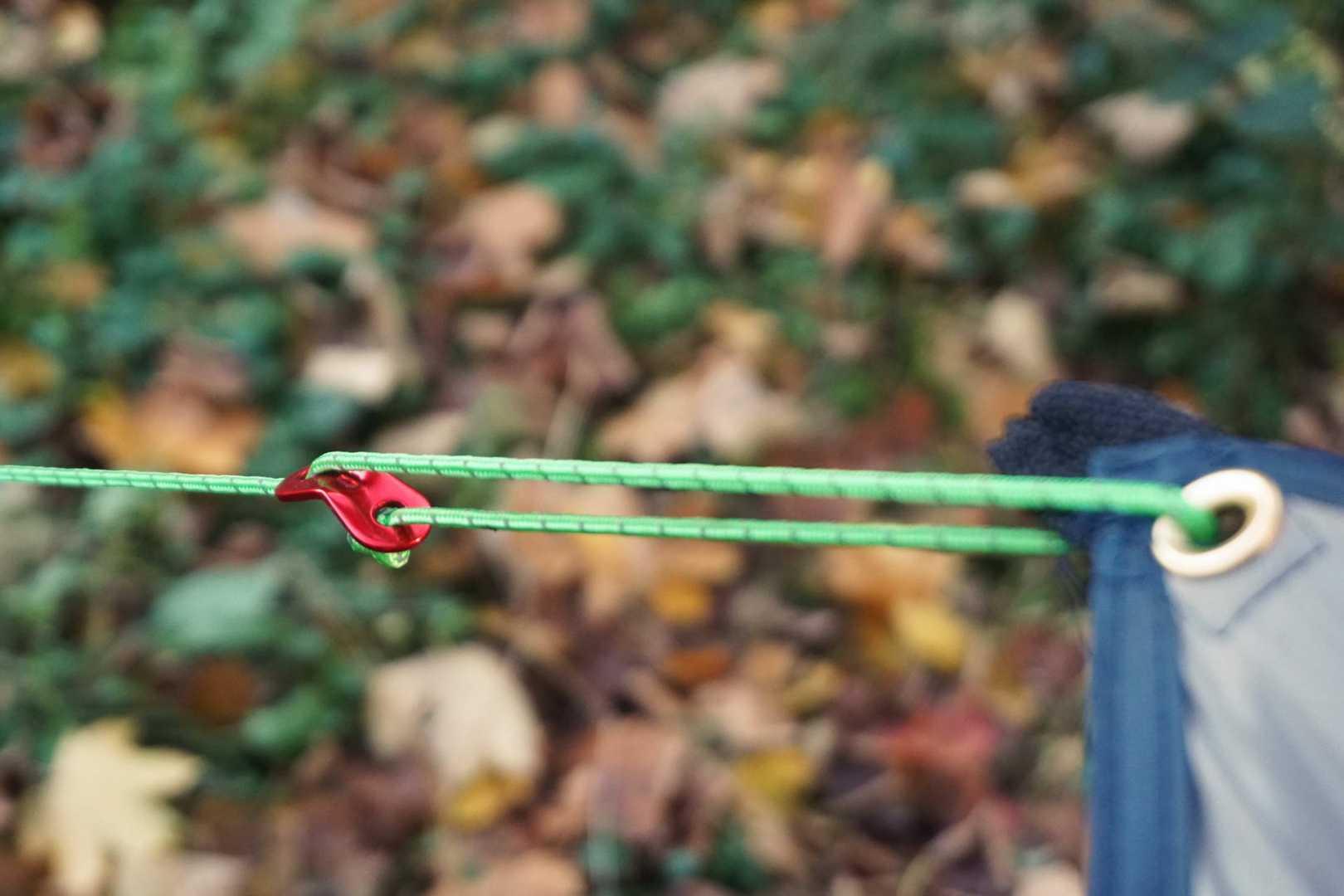 Tarpöse mit Seil und Seilspanner