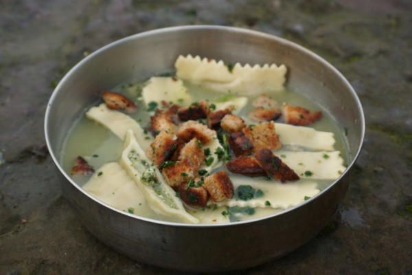 Suppe mit Maultaschen