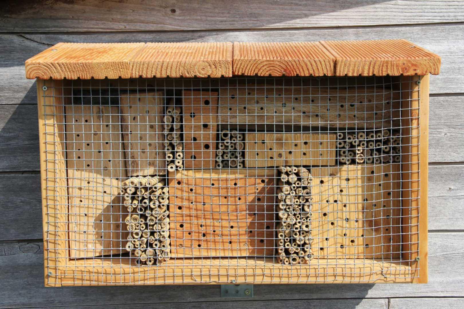 Insektenhotel für Wildbienen und Wespen