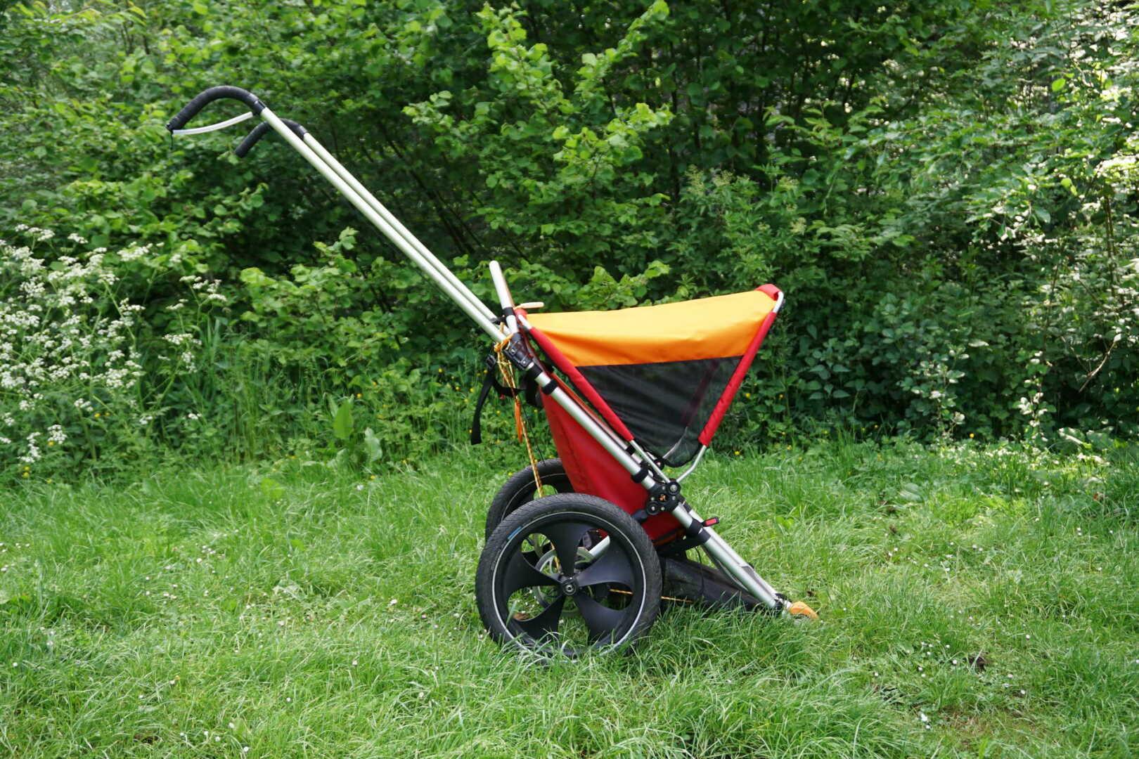 Der Outdoor Kinderwagen Hike Kid in der Seitenansicht